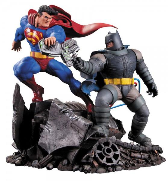 Batman The Dark Knight Returns Statue Superman vs. Batman 28 cm --- BESCHÄDIGTE VERPACKUNG